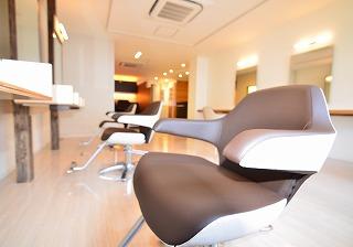 『ライフスタイルからヘアをデザインする大人のための美容室』